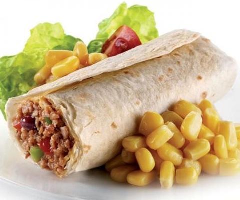 Буррито с мясом и овощами;