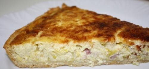 Киш (пирог) с луком-пореем и с беконом;